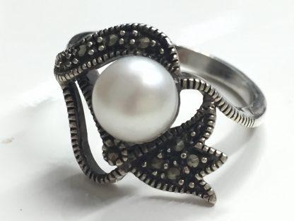 Anello perla e marcasite