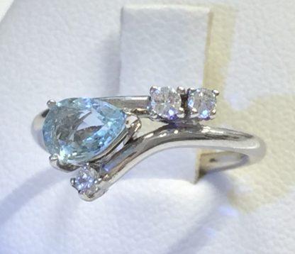 Contrariè con acquamarina e diamanti