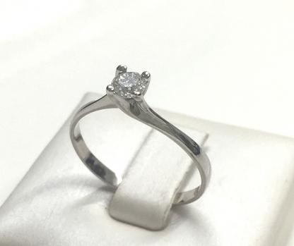 Solitario con diamante